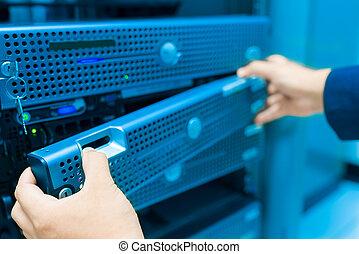centre, salle, fixer, serveur, homme, données, réseau