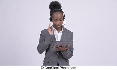 centre, tablette, femme affaires, africaine, jeune, appeler, représentant, accentué, utilisation, numérique