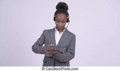 centre, tablette, femme affaires, africaine, jeune, appeler, représentant, numérique, utilisation, heureux