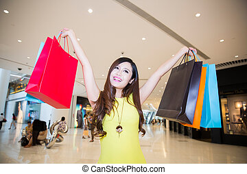 centro commerciale, shopping donna, giovane