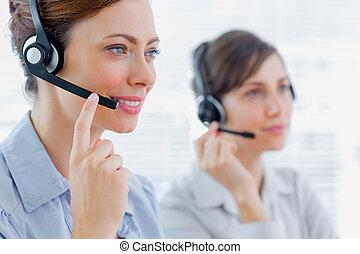 centro de la llamada, agentes, en el trabajo