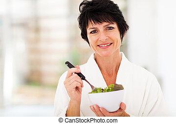 centro envejecido, mujer, con, sano, ensalada