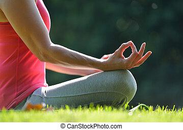 centro envejecido, mujer, practicar, yoga