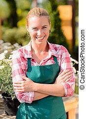 centro jardim, mulher sorridente, trabalhador, desgaste, avental