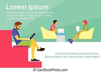 centro, trabalhe pessoas, sentar-se, coworking, escrivaninha