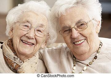 centrum, twee, seniore vrouwen, vrienden, dag zorg