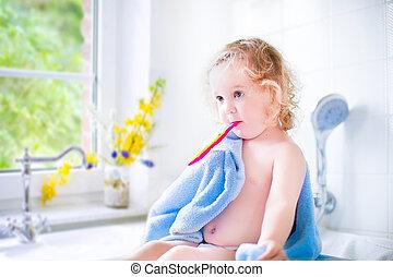 cepillado, niña, bebé, ella, dientes