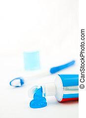 cepillo de dientes azul, al lado de, un, tubo de pasta dentífrica