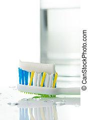 cepillo de dientes, con, pasta dentífrica