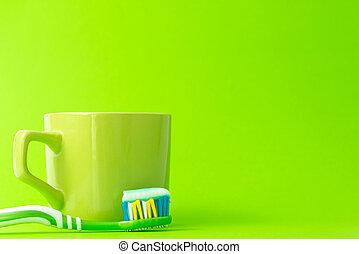 cepillo de dientes, con, pasta dentífrica, y, verde, jarra