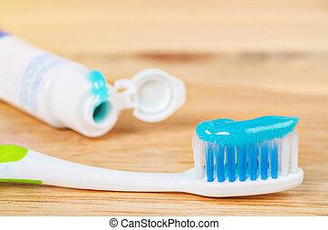 cepillo de dientes, toothpaste.