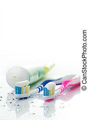 cepillos de dientes, y, pasta dentífrica