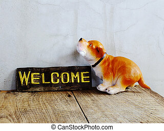 cerámico, perro, con, señal bienvenida, en, de madera, plano de fondo