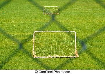 cerca, futebol, dois, campo, atrás de, verde, metas, ao ar livre, pequeno, capim