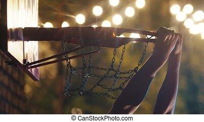cerceau, tremper, -, obtenir, balle, claquement, basket-ball, nuit, cour de récréation