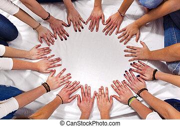 cercle, filles, formulaire, mains