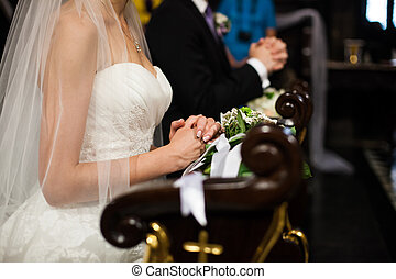 cerimônia, igreja, noivo, noiva, closeup, casório, orando, religiosas