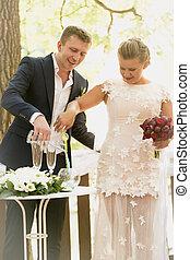 cerimônia, toned, foto, noivo, noiva, areia, strewing, casório, óculos