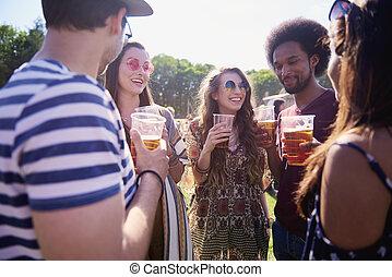 cerveja, bebendo, partido, amigos