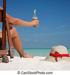 cerveja, e, pernas, praia
