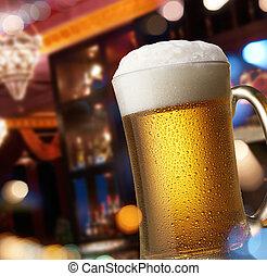 cerveza, en, contador de la barra