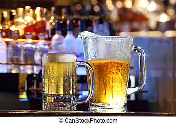 cerveza, servido, en una barra