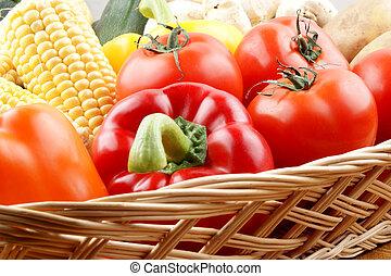 cesta vegetal, com, legumes frescos, de, a, jardim