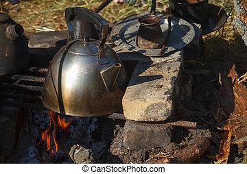 cezva, クローズアップ, オーブン, 火, 上に, やかん, 金属, コーヒー, 醸造された, 新たに, 手製, たばこを吸った