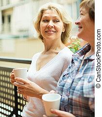 chá, bebida, sacada, duas mulheres