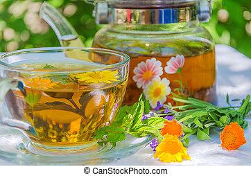 chá herbário, bule, copo