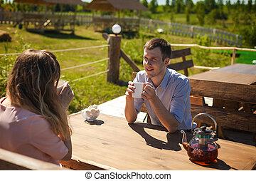 chá, junte ao ar livre, bebendo, alegre