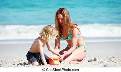 château, mère, sourire, confection, sable