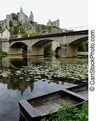 château, rivière, ruines