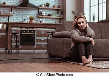 chão, deprimido, esposa, enquanto, cansado, sentando, sentimento