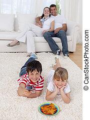 chão, irmão, living-room, observar, irmã, televisão