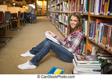 chão, livro biblioteca, estudante, sorrindo, leitura