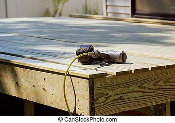 chão, madeira, trabalhador, instalar, ar, injetor prego