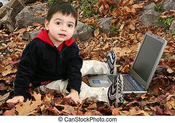 chłopieć dziecko, liście