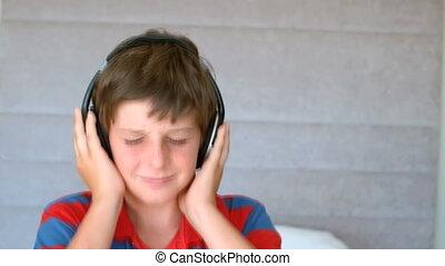 chłopiec, cieszący się, muzyka, młody, taniec