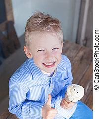 chłopiec, jedzenie lody