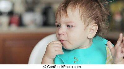 chłopiec, jedzenie, noworodek, słonina