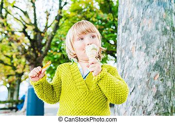 chłopiec, jedzenie, sprytny, lód, pistacja, outdoors, portret, berbeć, śmietanka