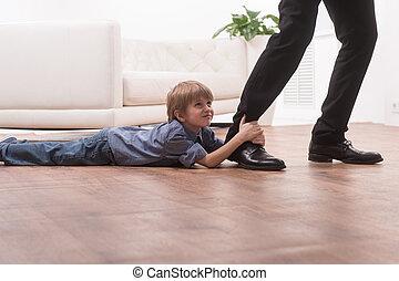 chłopiec, jego, leg., podłoga, młody, tulenie, ojcowy, sprytny, dzierżawa, leżący, człowiek