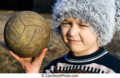 chłopiec, jego, ubogi, ręka, ostrzegać, piłka