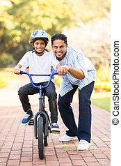 chłopiec, mały, jazda, rower, indianin, nauka
