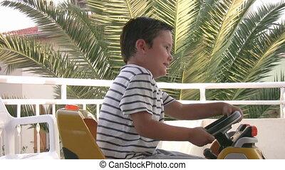 chłopiec, mały, napędowy, wóz