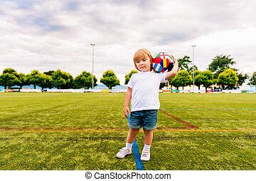 chłopiec, mały, stary, 3, stadion, rok, piłka nożna, godny podziwu, interpretacja