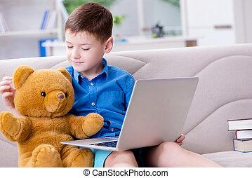 chłopiec, mały, surfing, laptop, internet