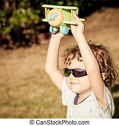 chłopiec, mały, zabawka airplane, siła robocza