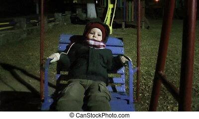 chłopiec niemowlęcia, park